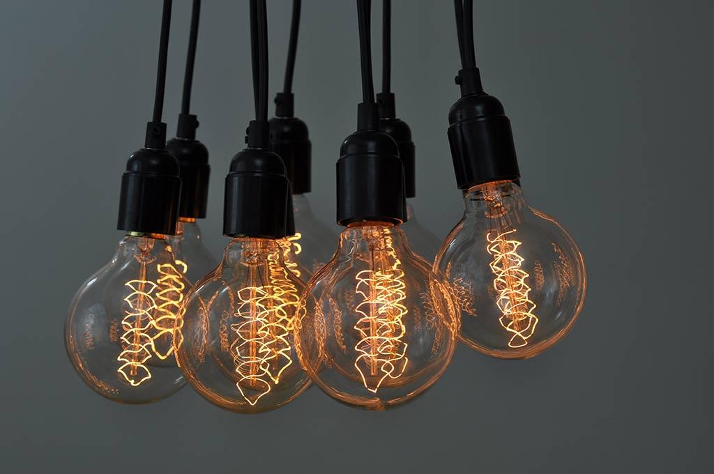 Large Globe Spiral Filament Vintage Light Bulb E27 B22