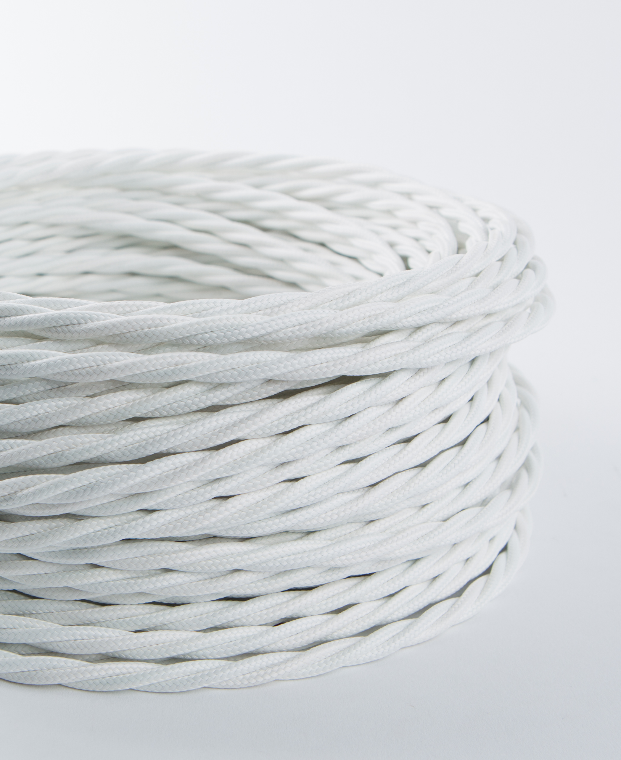 White Twisted Fabric Cable for Lighting: 8 Amp CE Certified