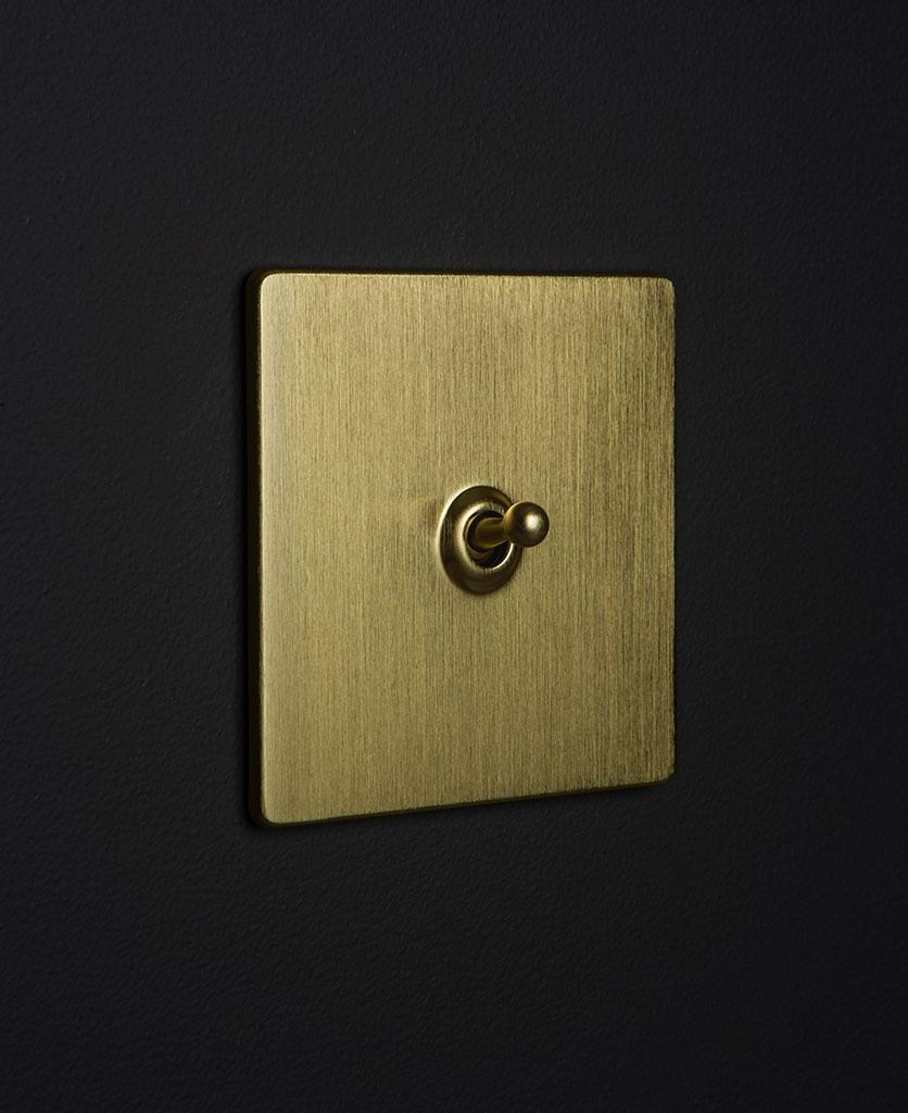 gold & gold single toggle