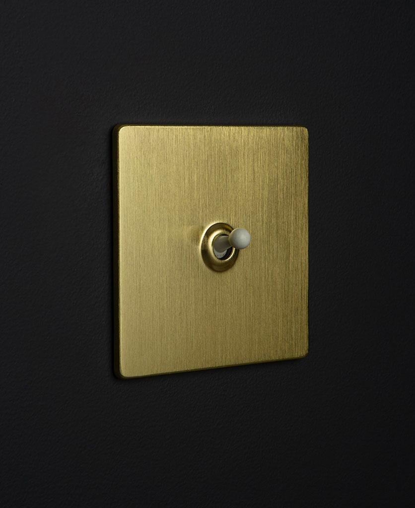 gold & white single toggle