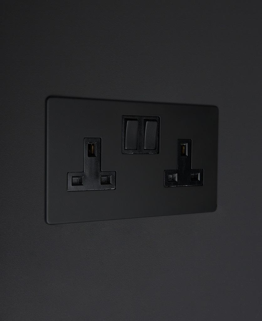 black double 2g plug socket