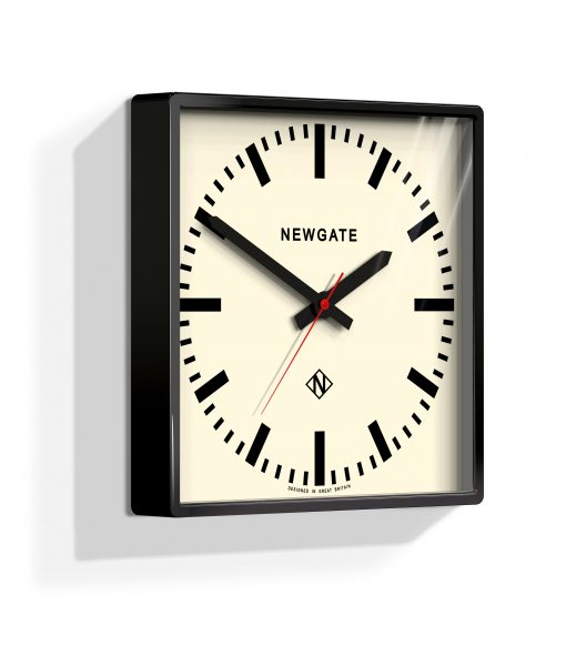 UNDERPASS WALL CLOCK GLOSS BLACK – Industrial Style