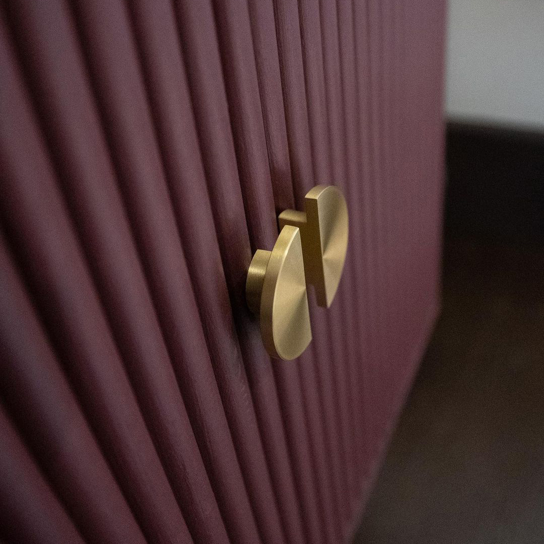 NOUVEAU gold semi-circular knob on mauve textured cupboard doors
