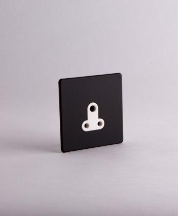 Round 3 Pin Socket 5 Amp Black & White