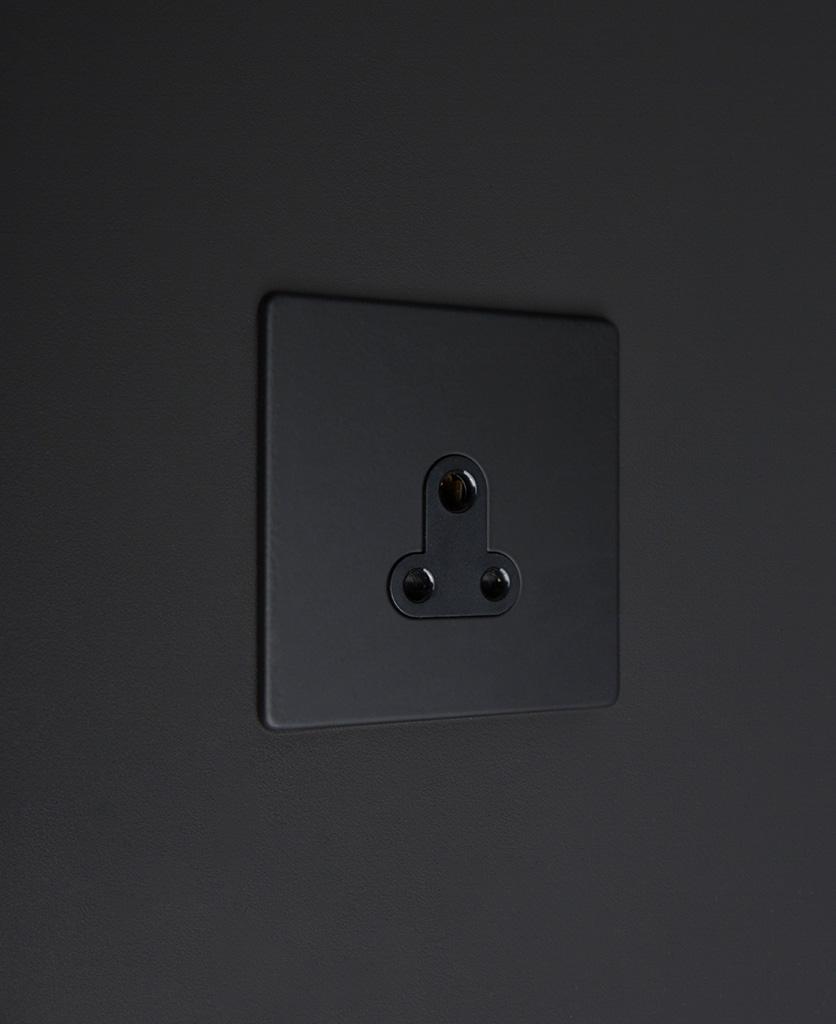 black round 3 pin socket