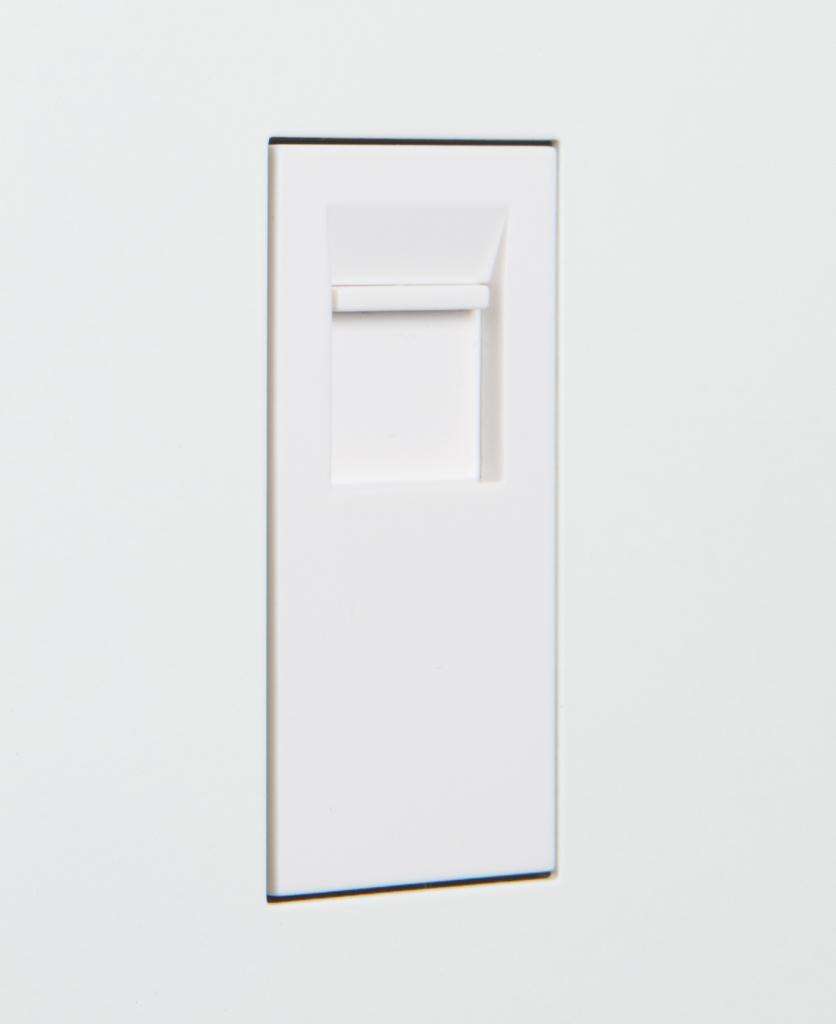 white single port close up