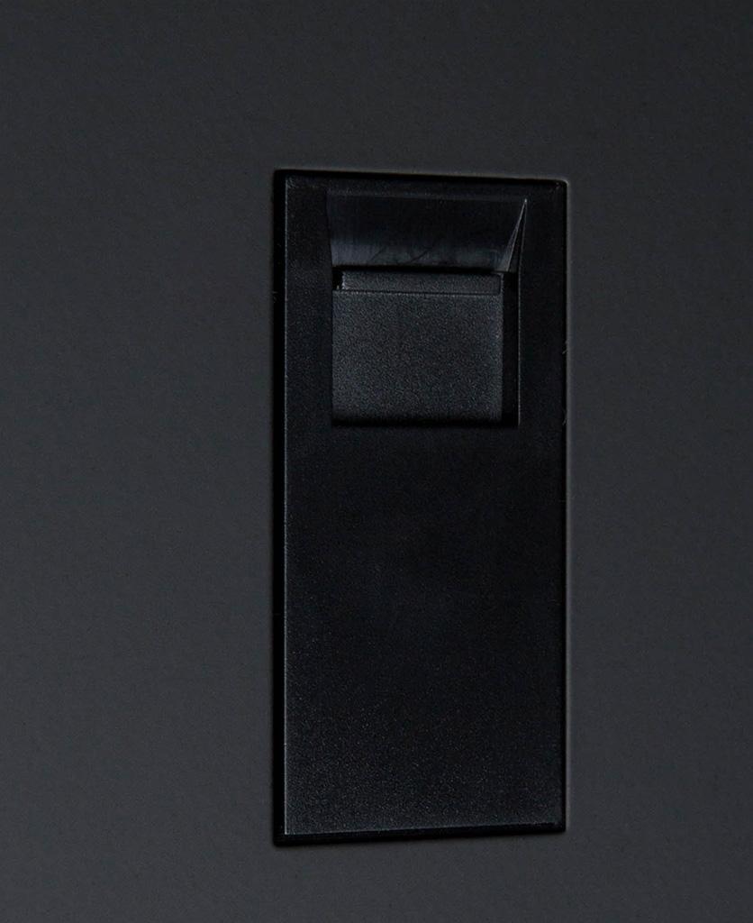 black single port close up