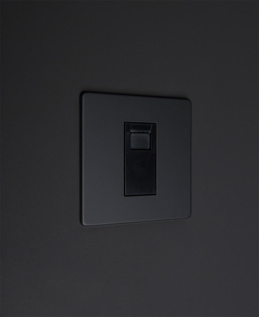 black single port