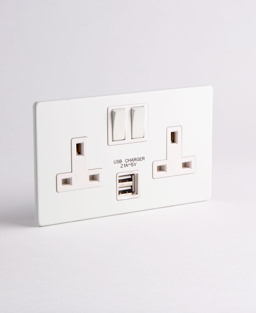 WHITE DOUBLE PLUG SOCKET USB