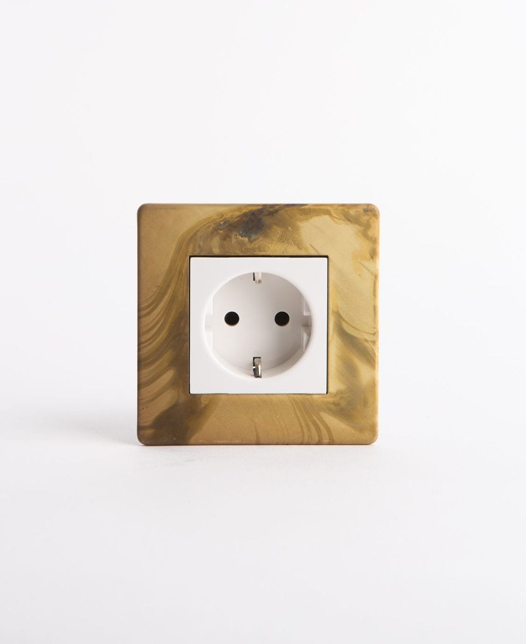 single Schuko socket in gold and white
