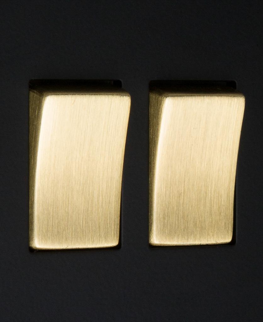 black and gold 2g rocker close up