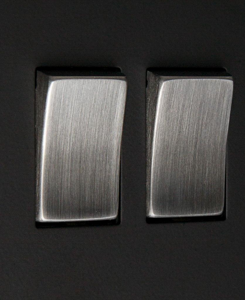 black and silver 2g rocker close up