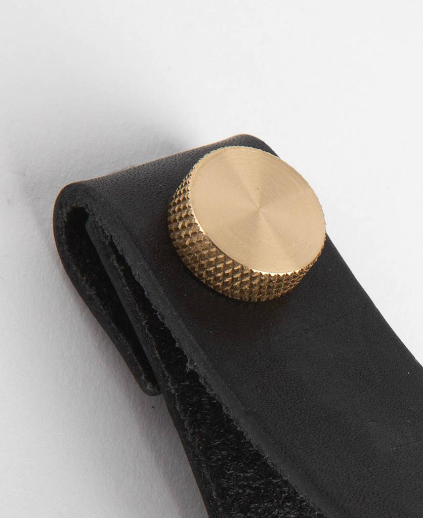 magni large black & brass closeup