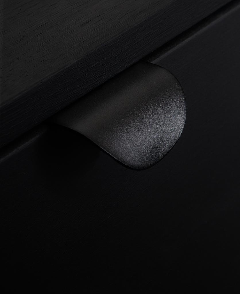 onda black kitchen door pull handle on a black drawer