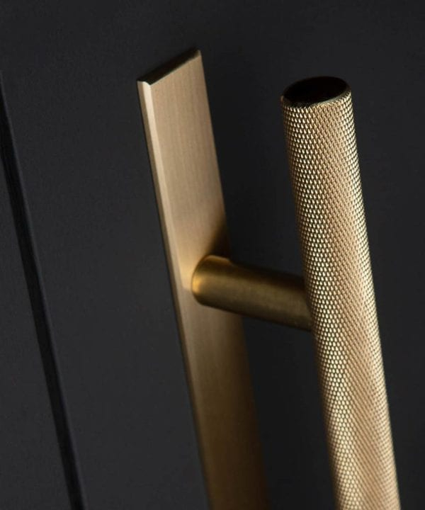 Chunky skyscraper knurled handle with plate