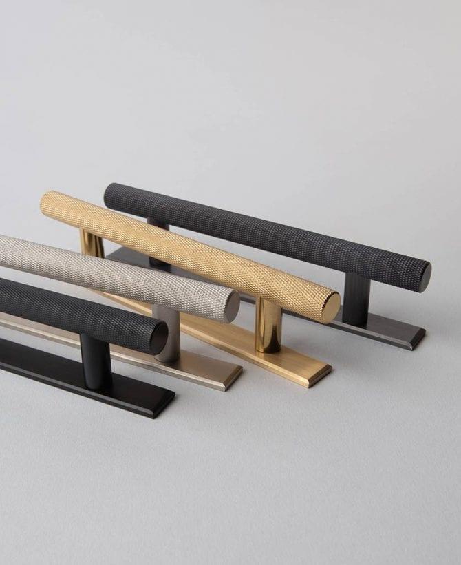 Metal knurled skyscraper pull bar handle