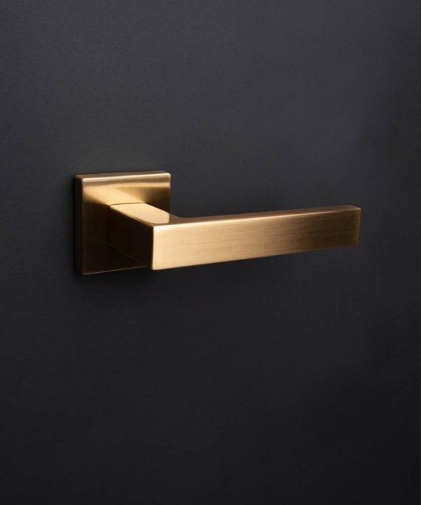 Gold hockney door handle