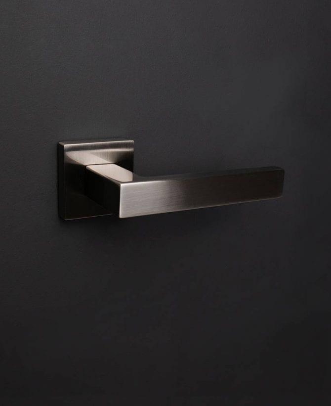 Hockney door handle silver