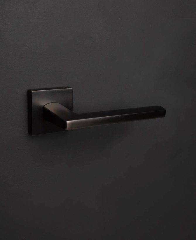 Lowry door handle graphite
