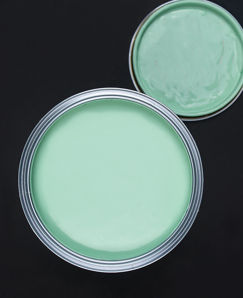 Make a mint green paint tin on dark background