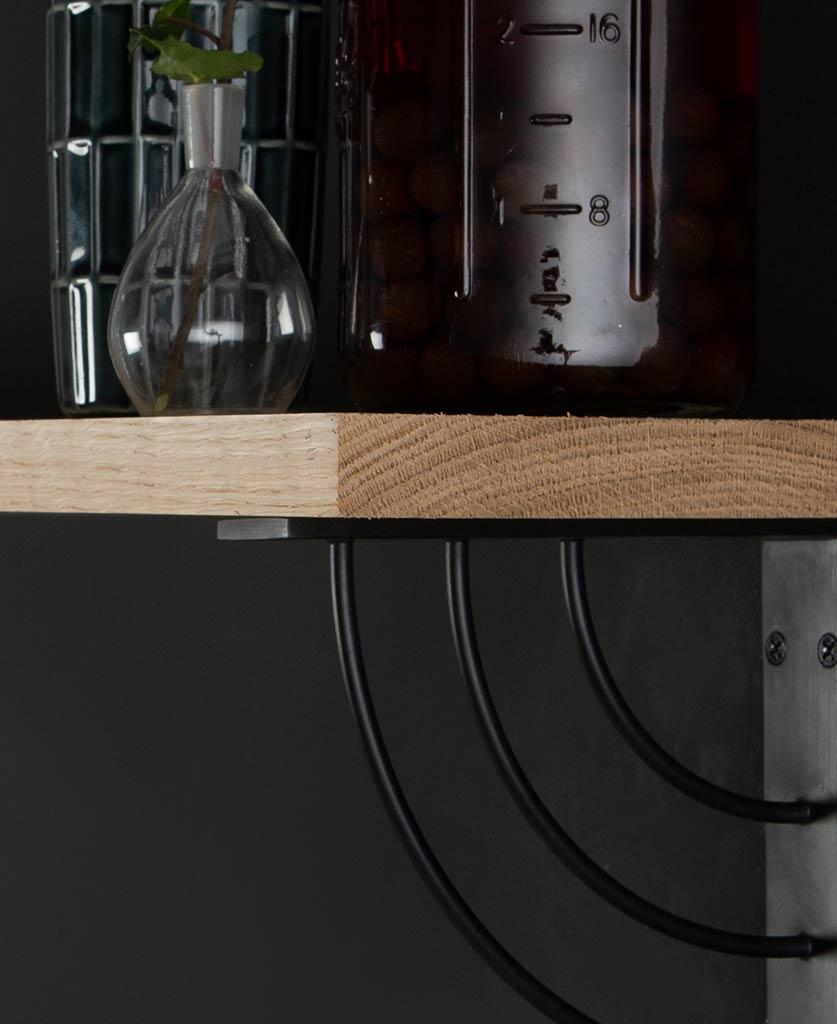 maryiln oak shelf and brackets close up