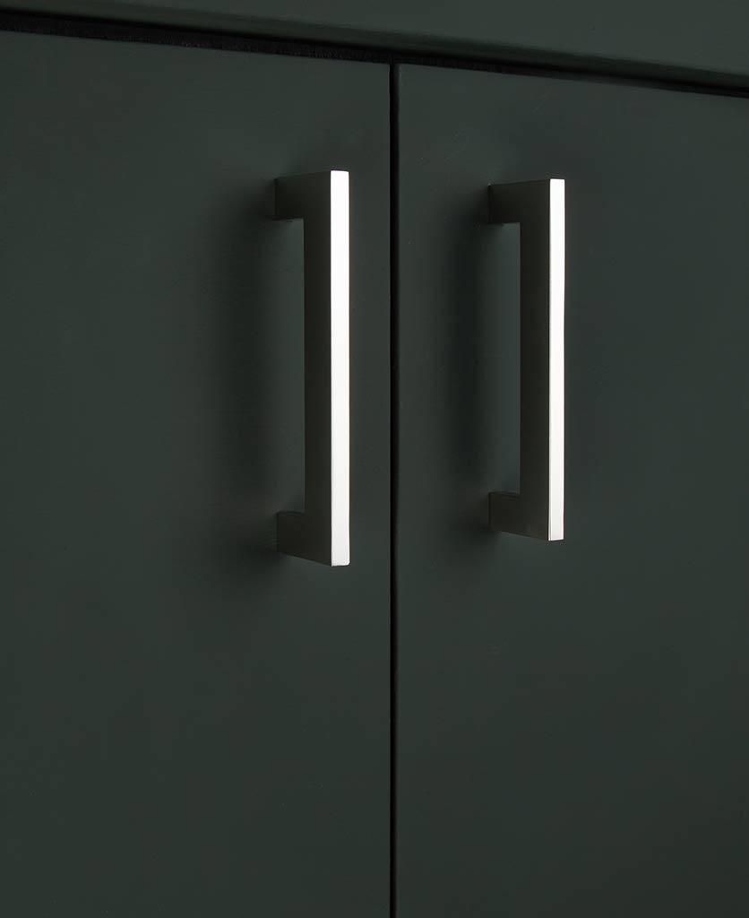 Silver kitchen cupboard and drawer handles