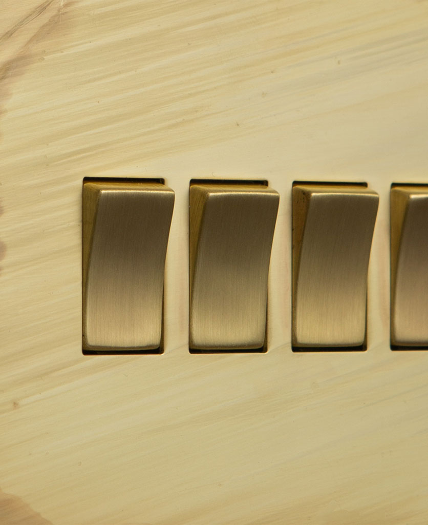 closeup of smoked gold and gold quad rocker