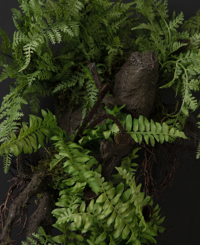 wall mounted fern with log