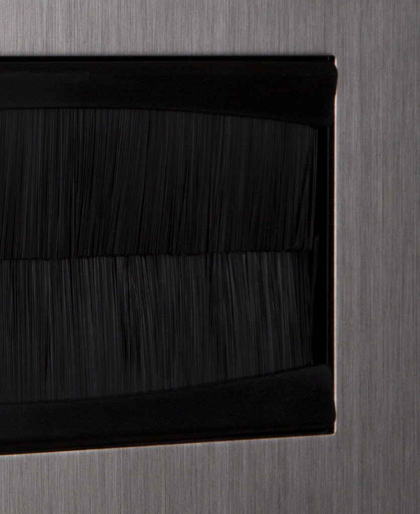closeup silver & black double brush plate