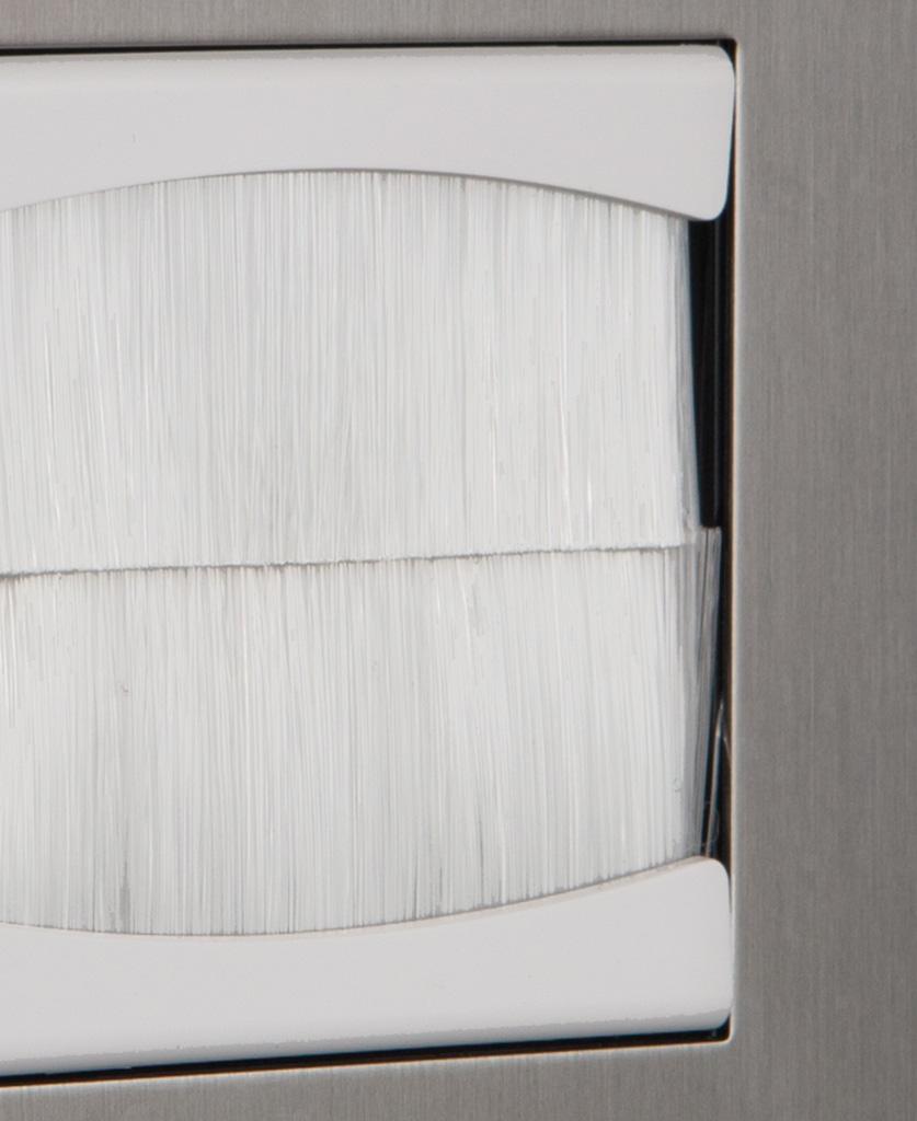 Closeup silver & white single brush plate