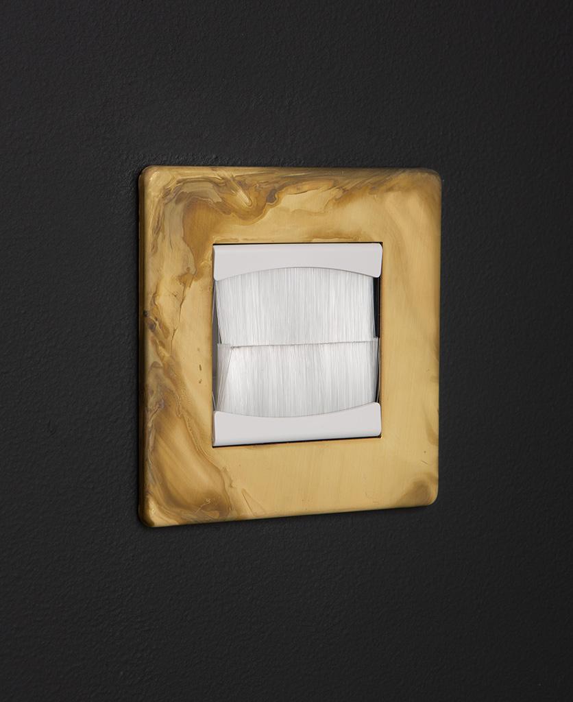 smoked gold & white single brush plate against black background