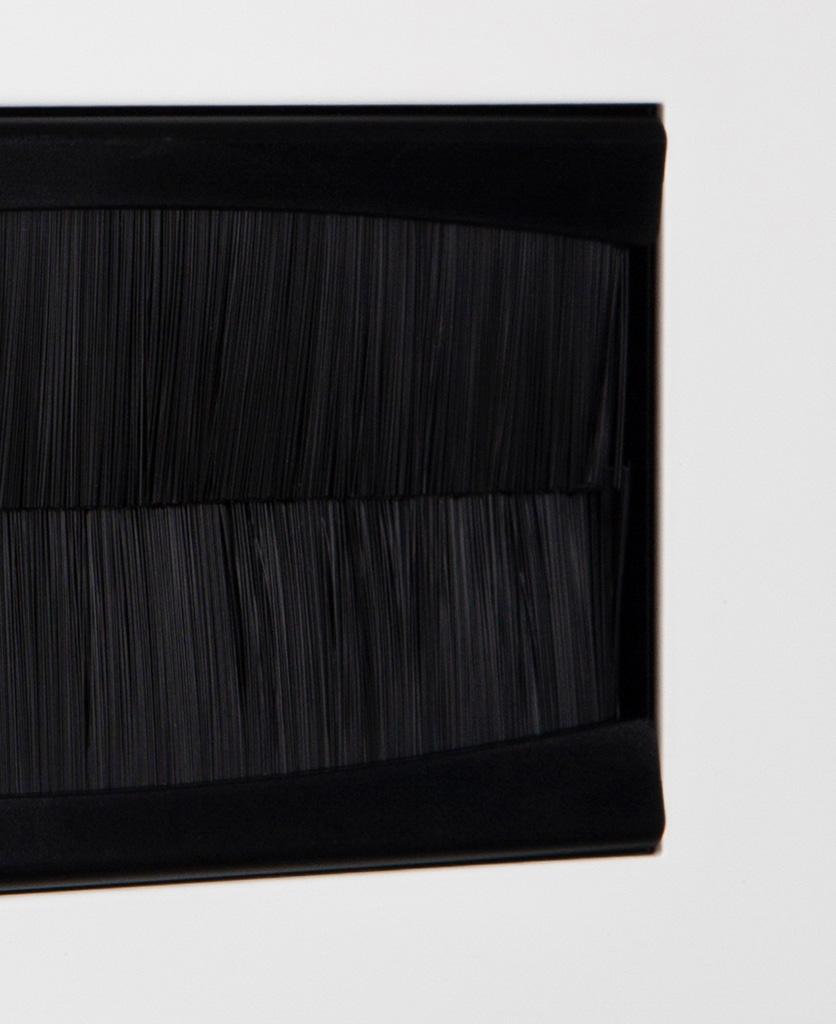 closeup white & black double brush plate