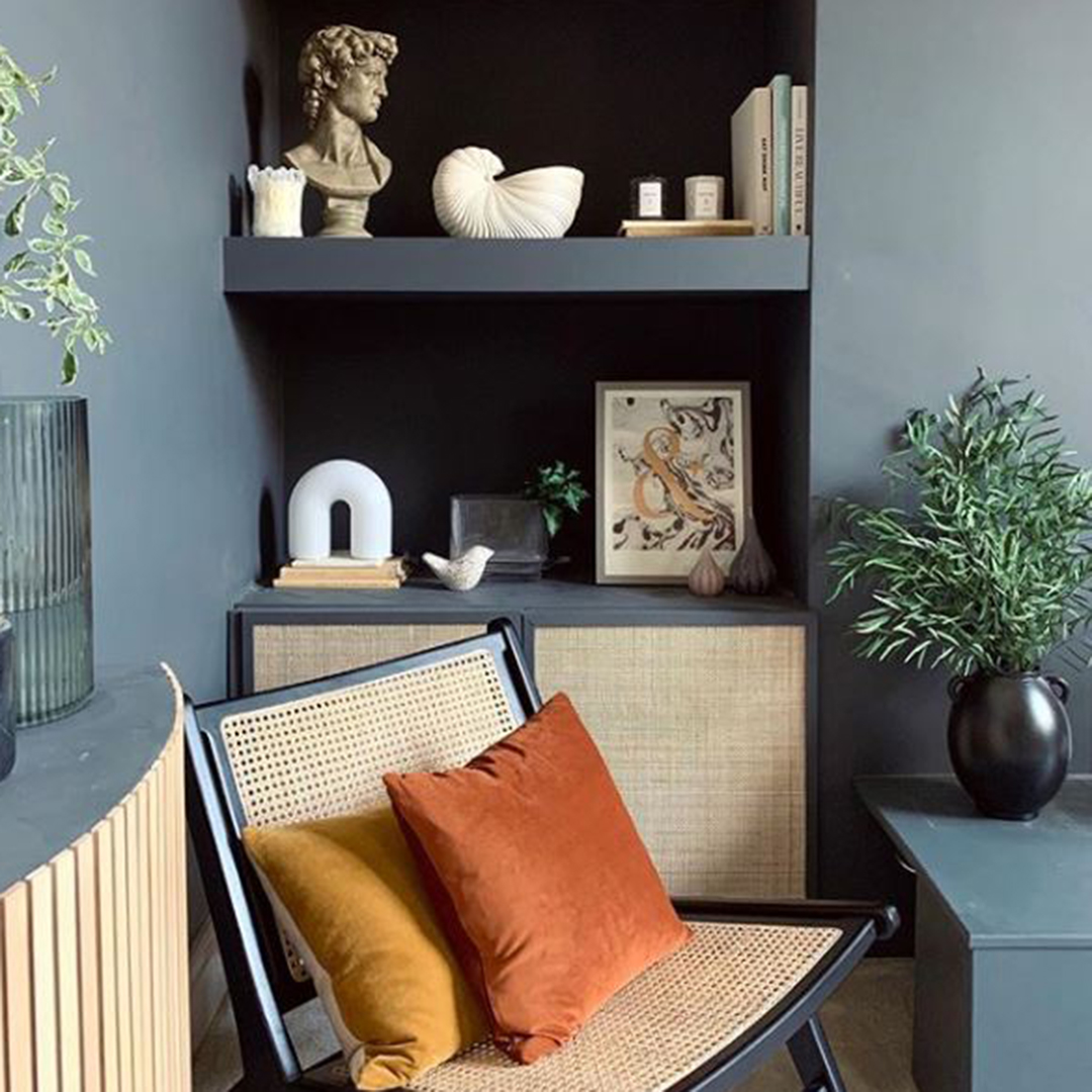 eucalyptus nicholii in black vase in dark grey room