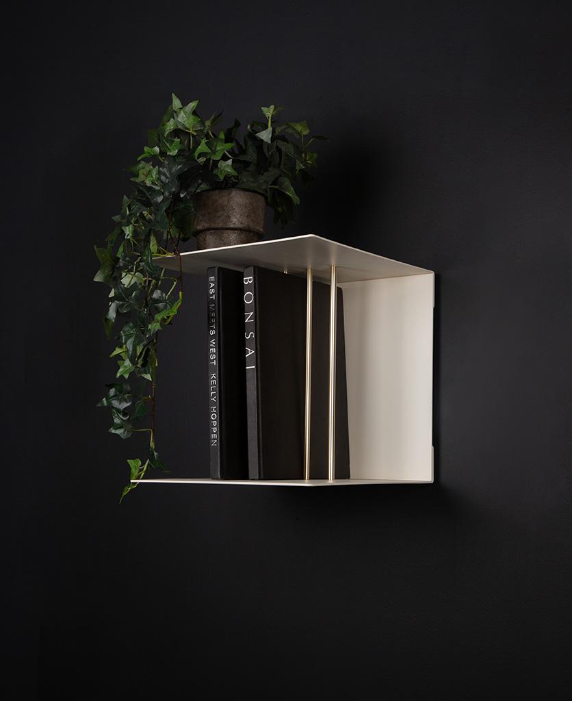single umage teaser shelf on black background