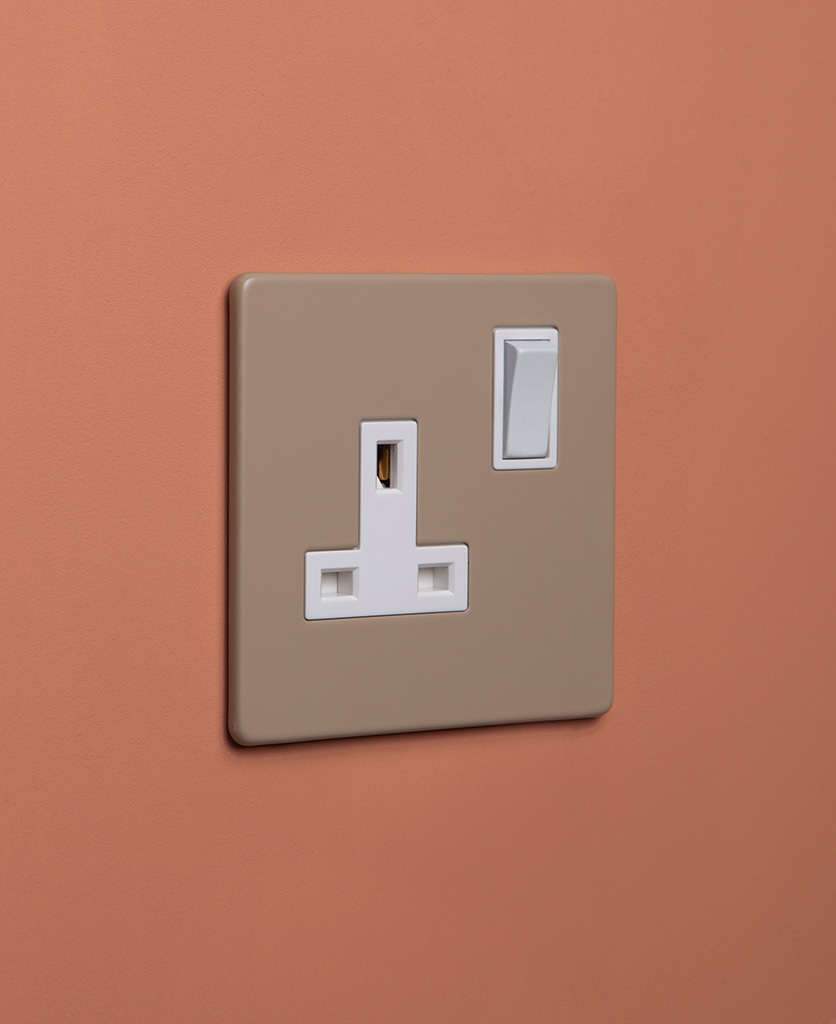 caramel latte and white single socket