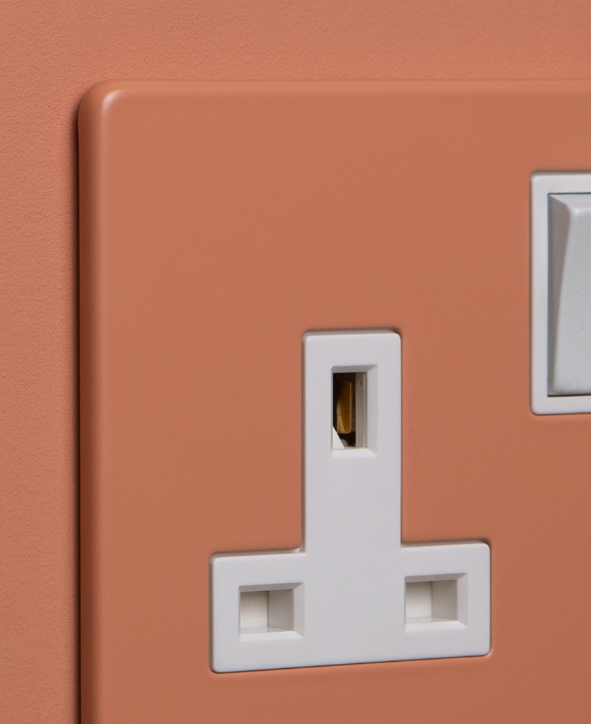 cinnamon and white single socket close up