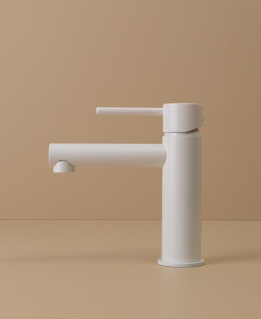 white kagera tap side angle